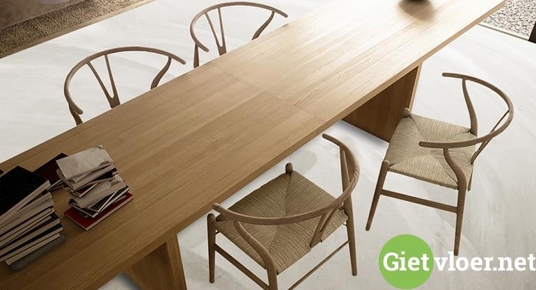 pu gietvloer met tafel en stoelen