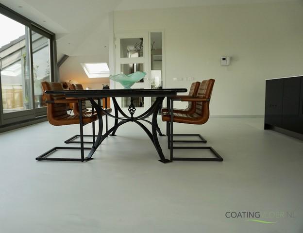 Betonlook gietvloer in een penthouse
