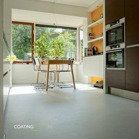 Een gietvloer met vloerverwarming in een woning in Utrecht