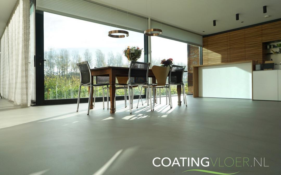 Een betonvloer in een nieuwbouwwoning in Alphen aan den Rijn