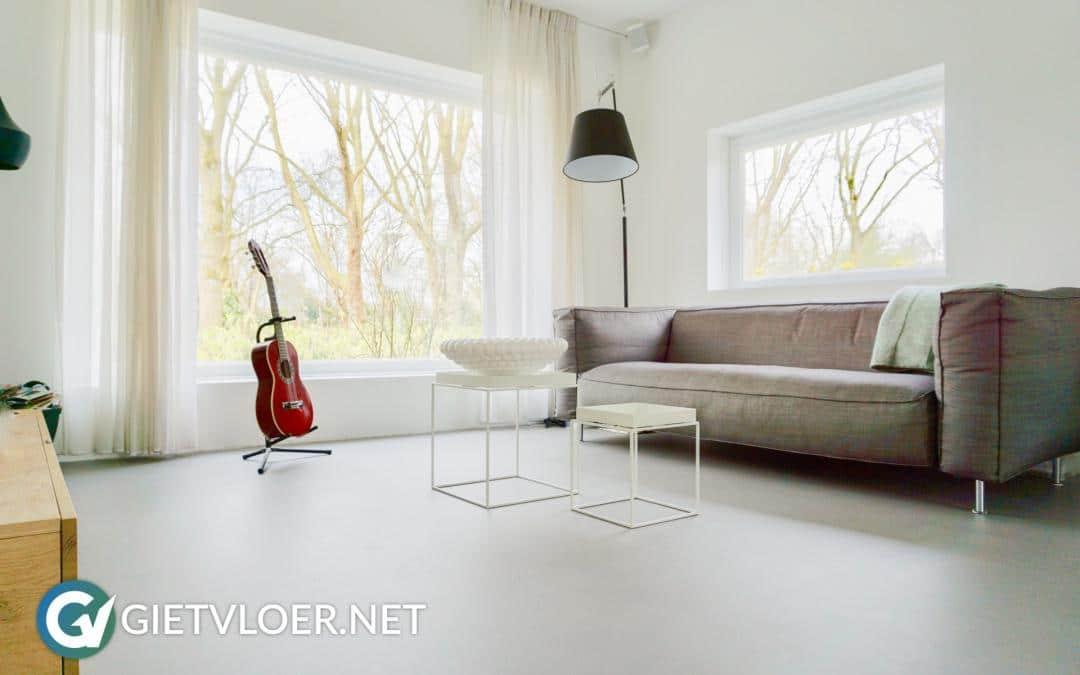 Gietvloer en betonvloer in een gezinswoning in Watergraafsmeer