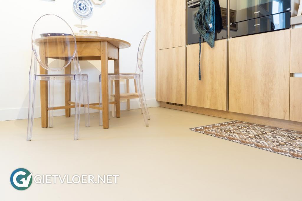 Gietvloer met vloerverwarming in Utrecht
