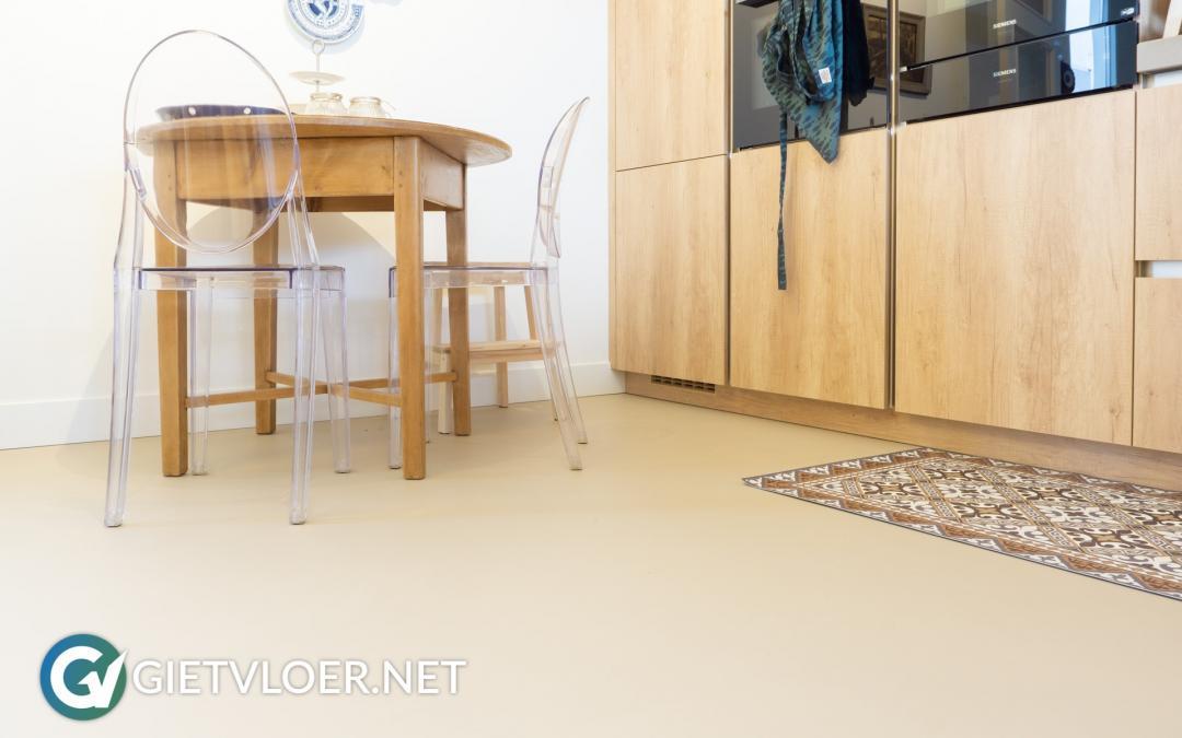 Een gietvloer met vloerverwarming in Utrecht