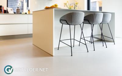 Een gietvloer en een betonvloer in een nieuwbouwwoning in Zeist