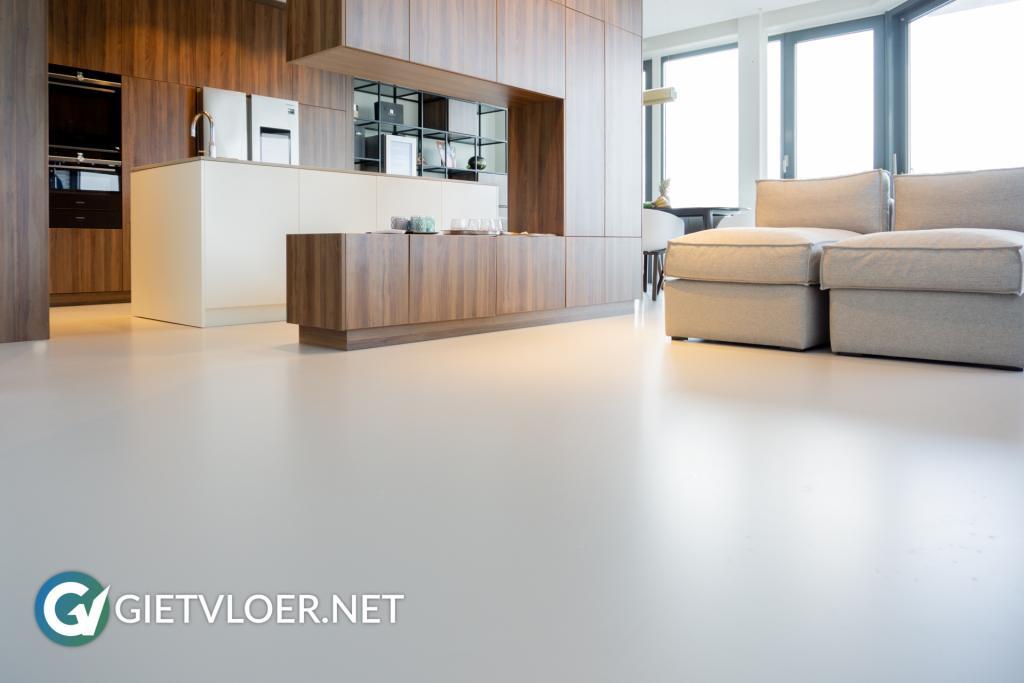 Gietvloer minimalistisch interieur
