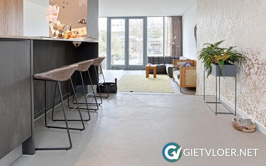 Een design betonvloer in een woning in Hillegom
