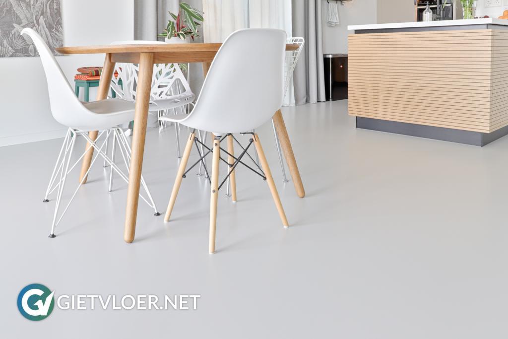 Een gietvloer in een appartement in Amsterdam