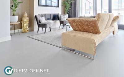 Een betonlook gietvloer in een nieuwbouwwoning in Loosdrecht
