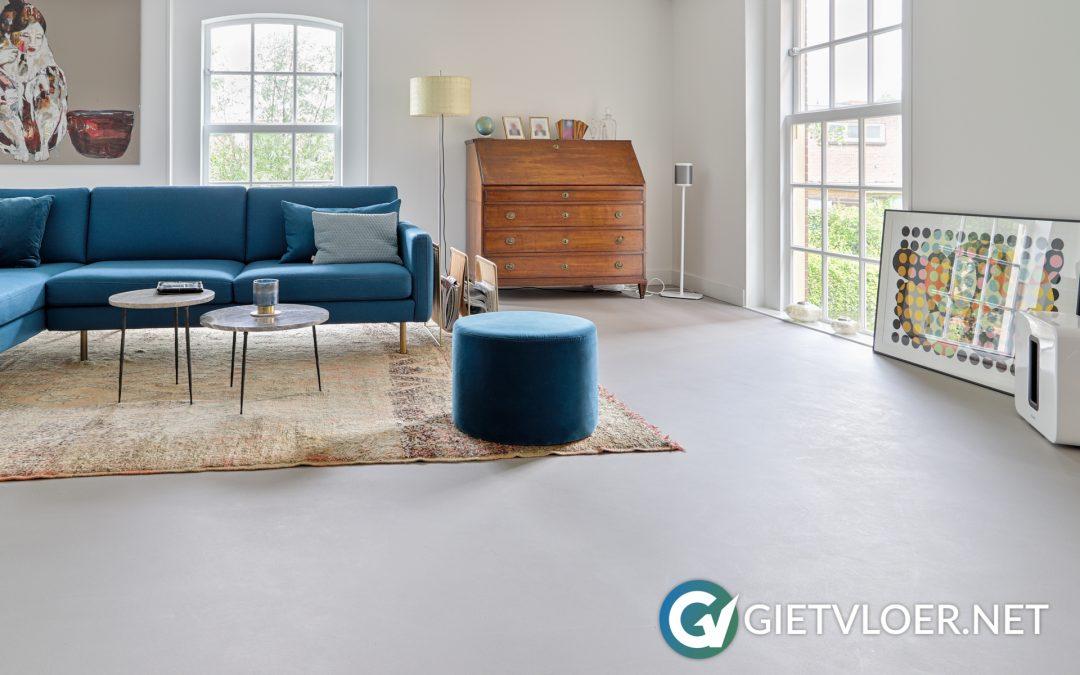 Een gietvloer en een betonvloer in een woning in Haarlem