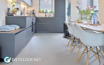 Een betonvloer en een gietvloer in een nieuwbouwwoning in Amsterdam