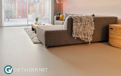 Een betonlook gietvloer in een nieuwbouwwoning in Vleuten
