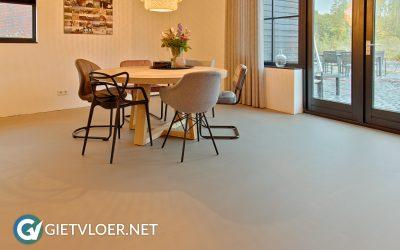 Een betonvloer in een nieuwbouwwoning in Almere