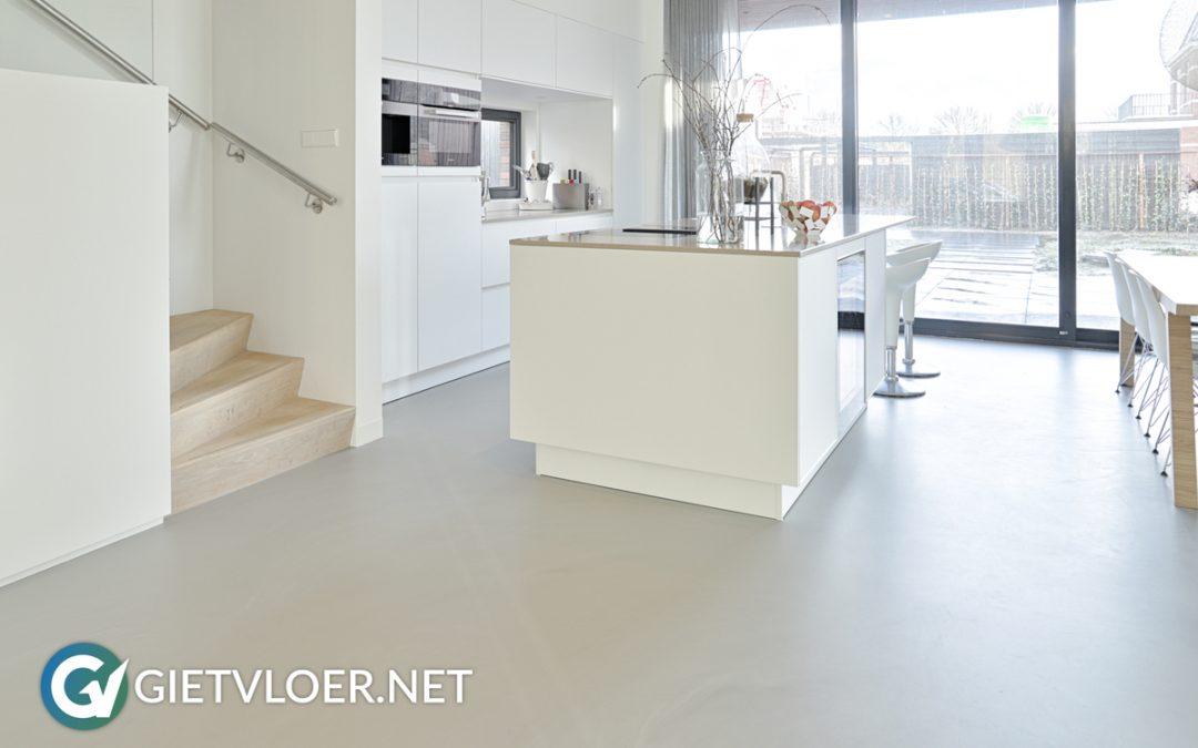 Gietvloer gelegd in nieuwbouwwoning in Utrecht