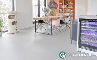 Gietvloer in een appartement in Heemskerk