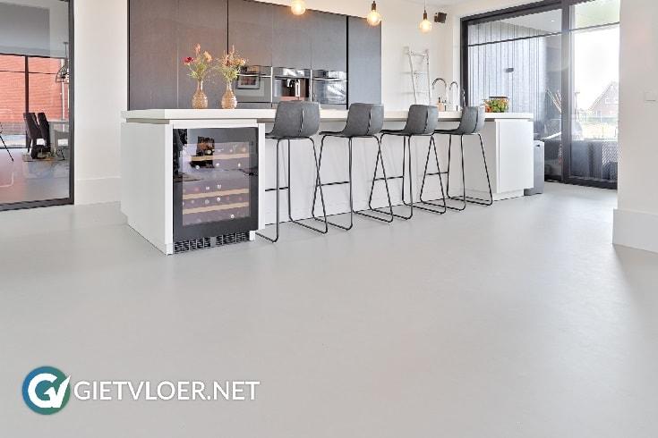 Een gietvloer in een nieuwbouwwoning in Aalsmeer
