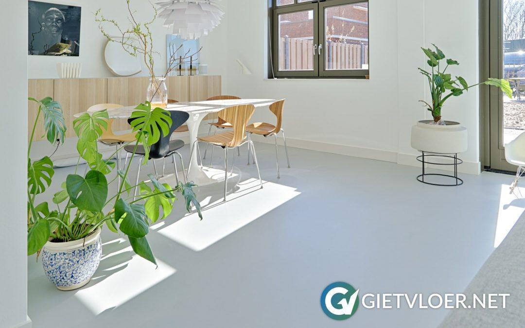 Een gietvloer in een nieuwbouwwoning in Den Haag