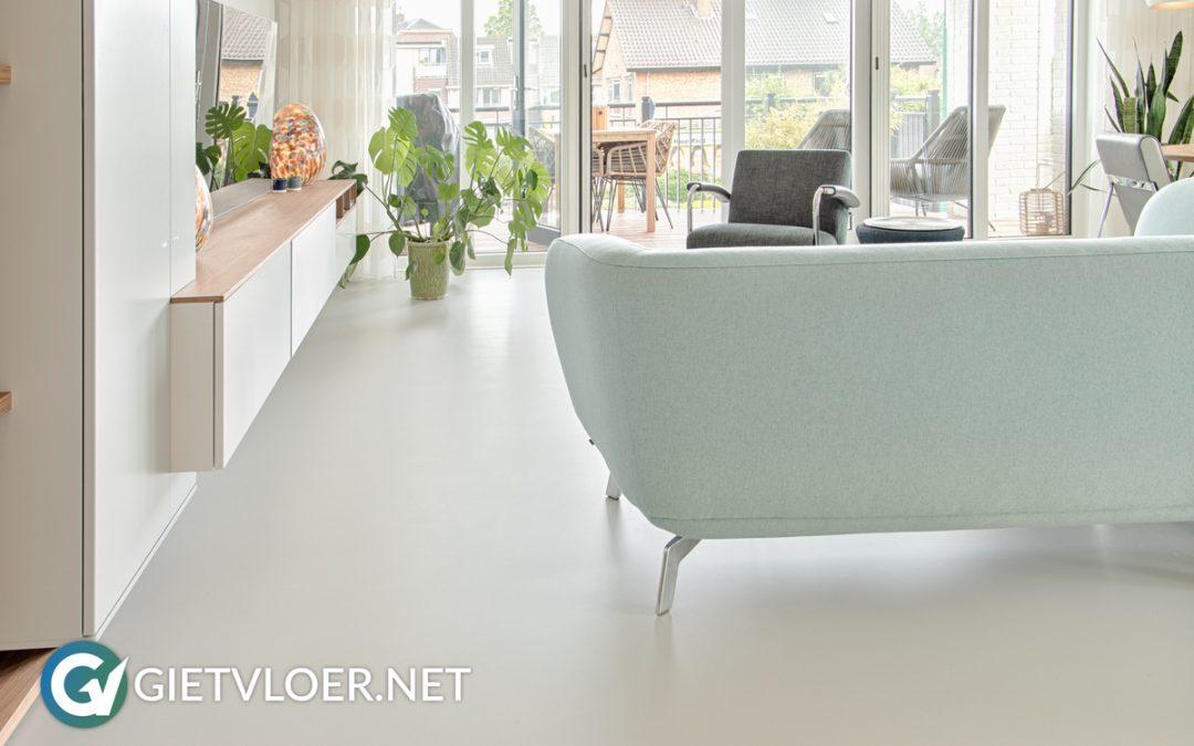 Een gietvloer in een appartement in Loosdrecht